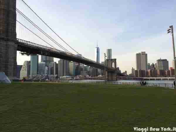 Il ponte di Brooklyn dal Brooklyn Bridge Park di Dumbo