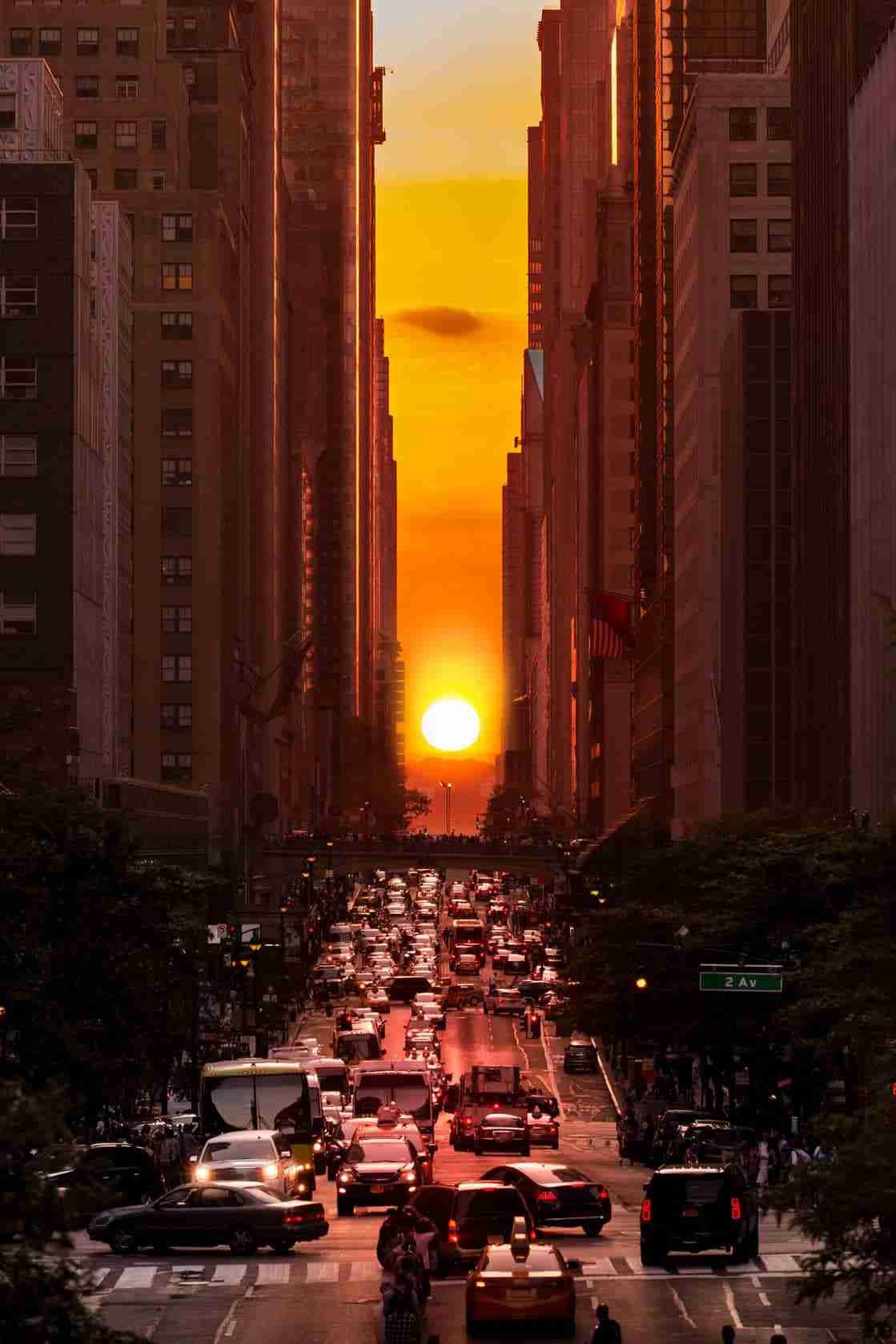 Lo spettacolo del Manhattanhenge a New York