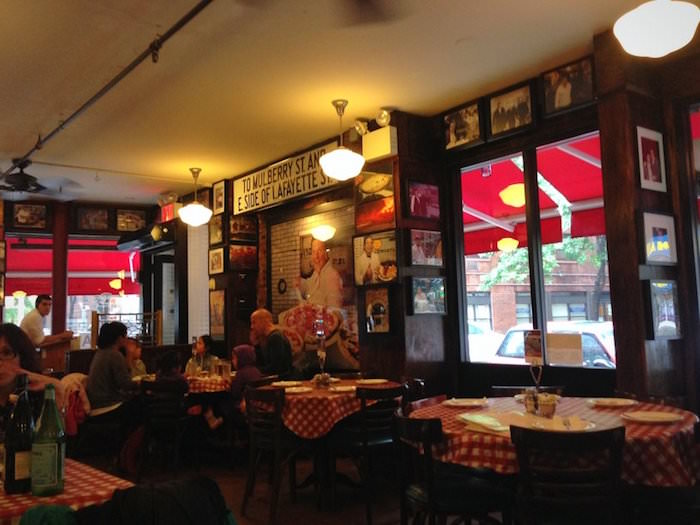 Lombardi's pizza nel quartiere Little Italy