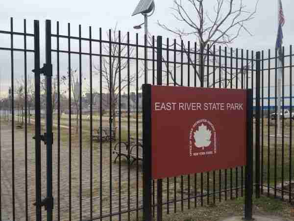 L\'East River State Park a Williamsburg