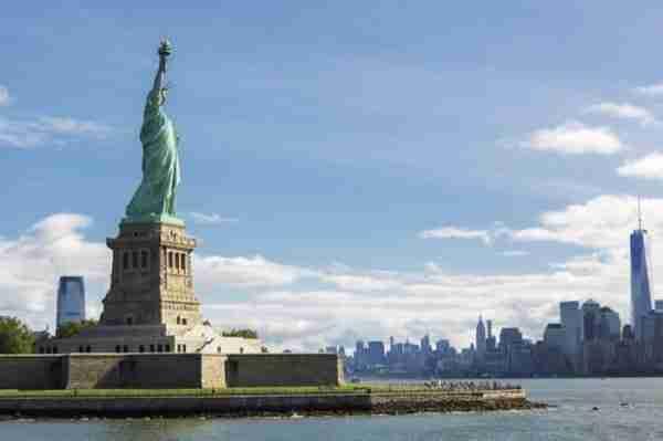 Statua della Libertà vista di lato