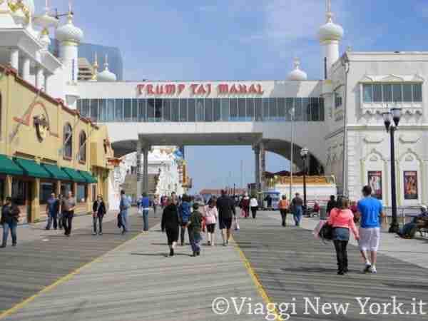 Il boardwalk di Atlantic City e i suoi casinò