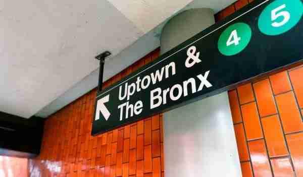 Segnale direzione metropolitana New York
