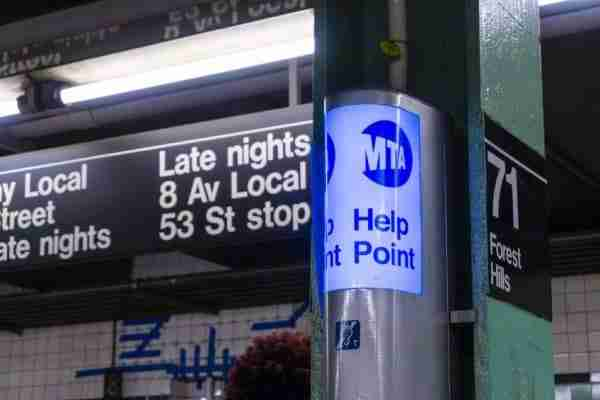 Indicazione di un linea della metro local