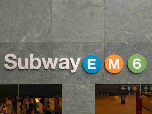 Indicazione delle linee della metro