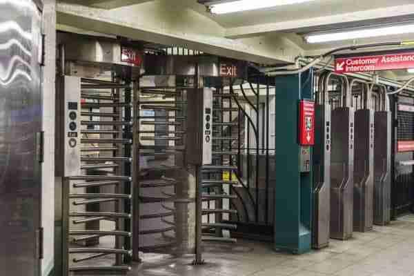Porte girevoli metro