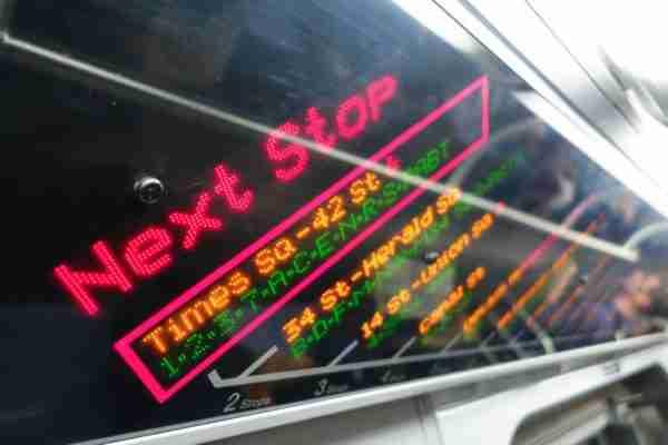 Display con le fermate della metro