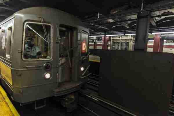 Parte anteriore treno metro