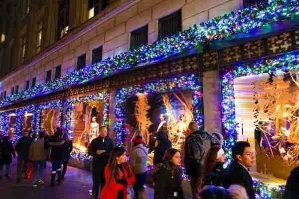 Le vetrine natalizie lungo la 5th Avenue