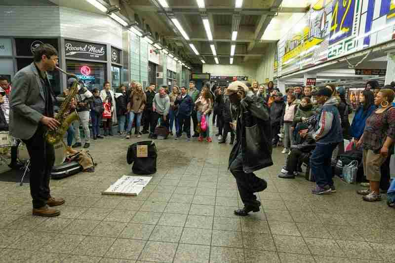 Performance musicale nelle metropolitana di New York.
